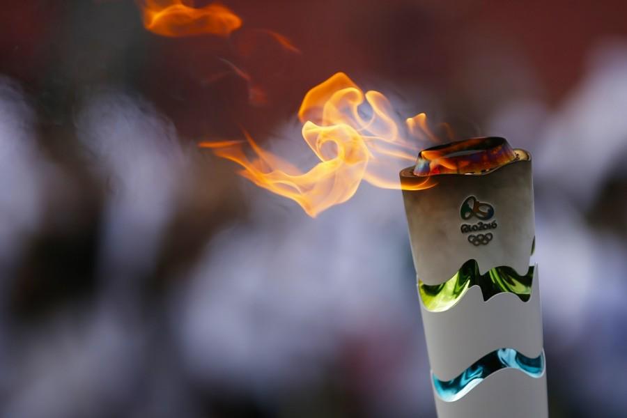 Revezamento da Tocha Olímpica finaliza passagem em SP shows de Luan Santana e Ludmilla no Sambódromo